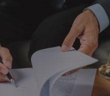 A MP revogou o artigo 21 que equipara o acidente de trajeto sofrido pelo empregado ao acidente do trabalho