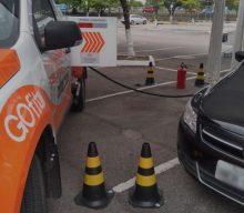A infração é a venda de combustível fora do posto, prática proibida pela regulação da ANP